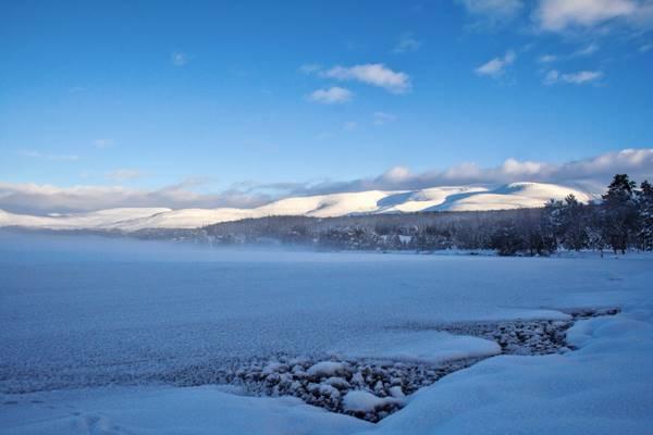 loch_morlich_cairngorms_winter.jpg